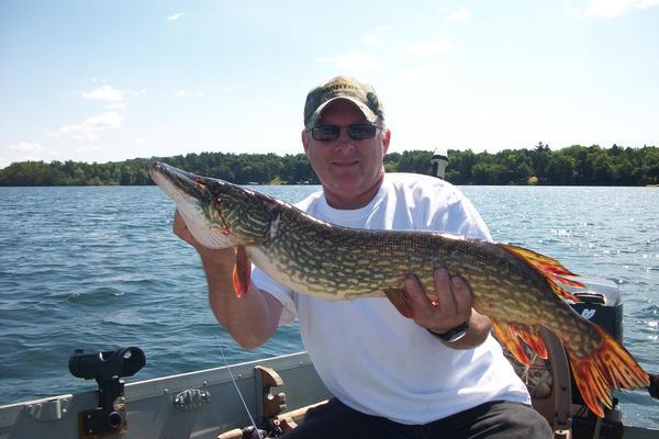 Lake and fishing information for pine lake waukesha for Ice fishing indiana