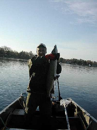 Lake and fishing information for wolf river pond shawano for Wolf lake fishing
