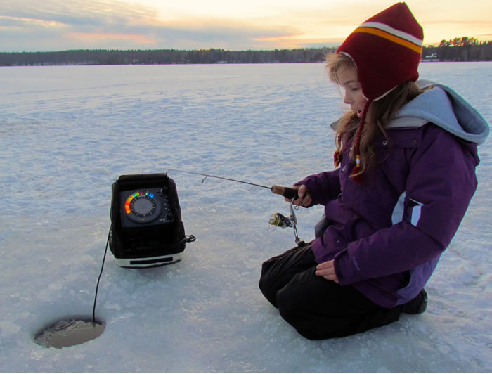 A guide 39 s perspective on ice fishing electronics for Ice fishing flasher