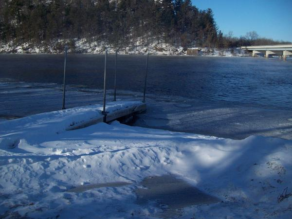 Ice depth 30 conditions sunny air temp 6 10 f for Wisconsin river fishing report