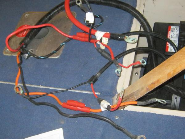 Evinrude 24v trolling motor wiring it has 4 wires to the batteries a red wire with a fuse a orange wire with a fuse a black wire and and back wire with a blue stripe thanks asfbconference2016