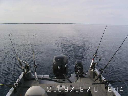 Different ways to set up a boat for trolling for Fishing rod setup