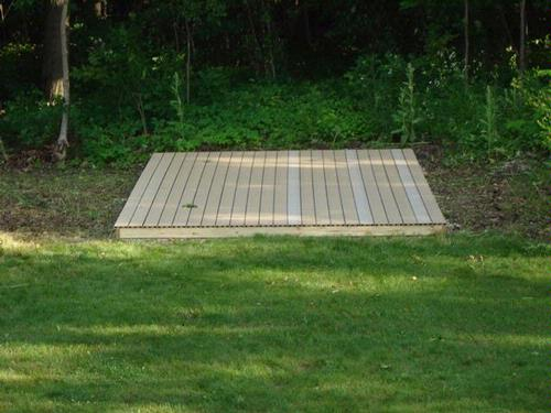 Outdoor kennel building a platform for Outdoor wood flooring ideas